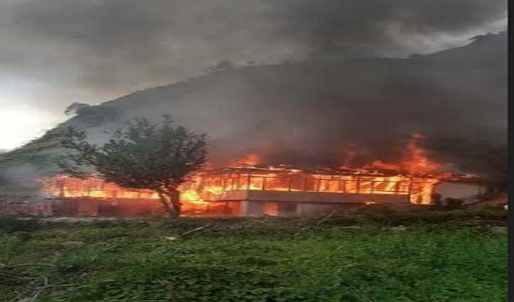 Shimla के चिड़गांव में मकान जला, करसोग में आरा मशीन में भड़की आग