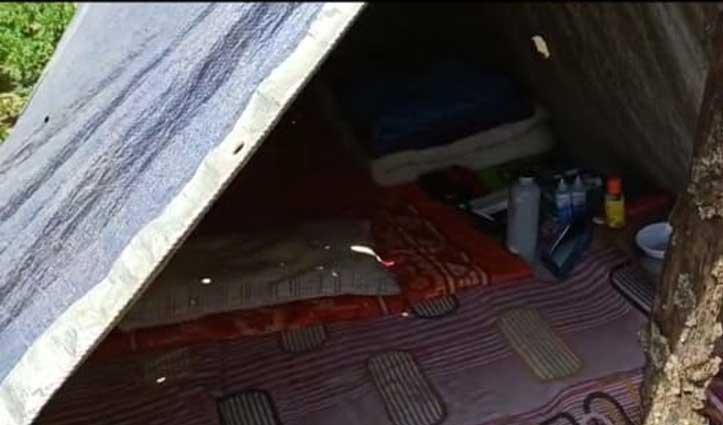 घर नहीं जंगल में टेंट लगाकर Quarantine हुआ Goa से लौटा युवक