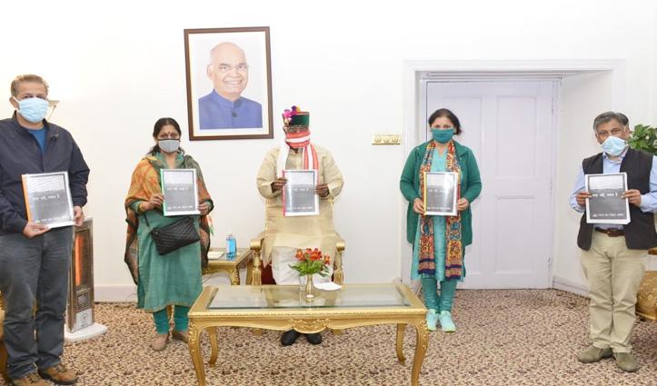 """Shimla: बंडारू दत्तात्रेय ने किया """"सज़ा नहीं बचाव है, क्वारंटाइन"""" पुस्तिका का विमोचन"""