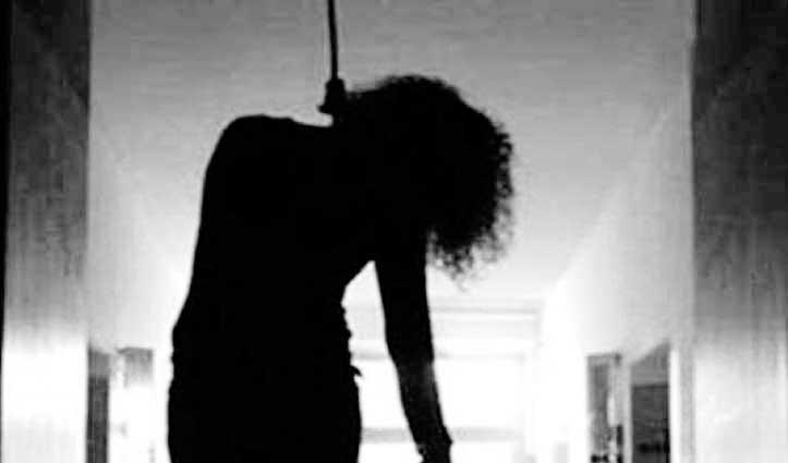 विवाहिता ने पेड़ से फंदा लगाकर किया Suicide, पुलिस ने दर्ज किया Case