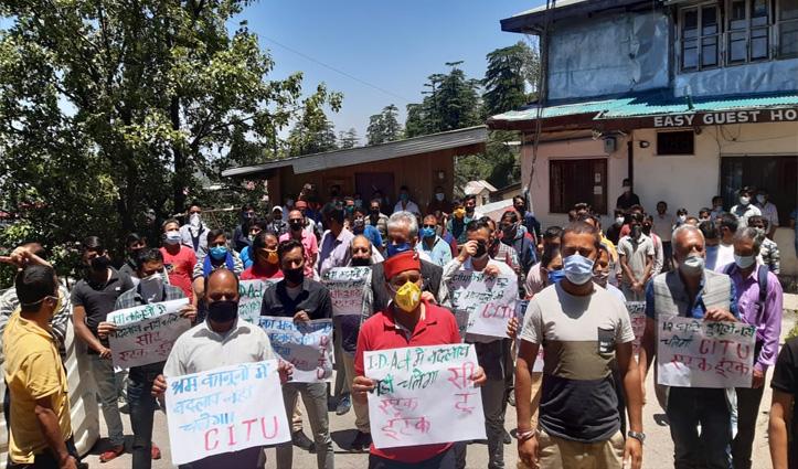 प्रदेश सरकार के खिलाफ गरजे मजदूर, श्रम कानूनों में बदलाव सहन नहीं- सौंपे ज्ञापन
