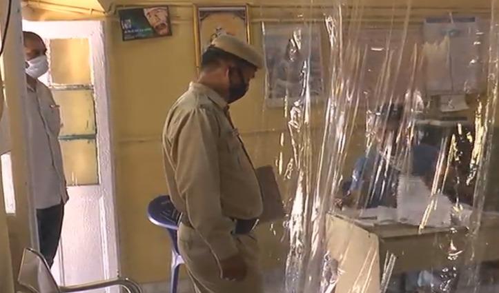 Hamirpur में थानों में कुछ इस तरह से हो रहा कोरोना संक्रमण से बचाव