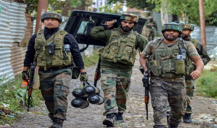 J&K: पुलवामा मुठभेड़ में दो आतंकी ढेर, उरी में हुई पाकिस्तानी गोलीबारी में 2 जवान शहीद