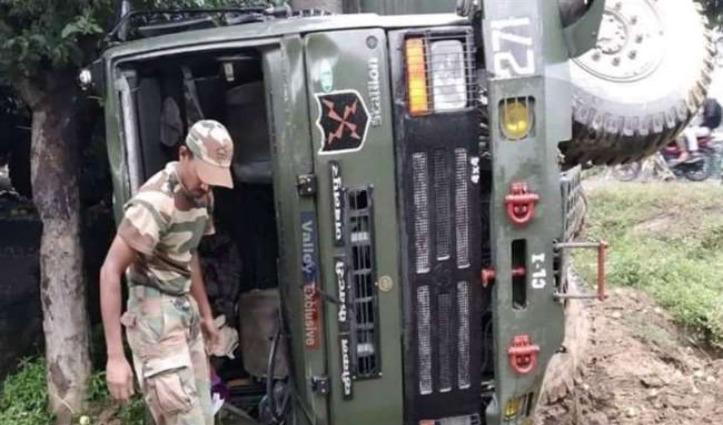 अनियंत्रित होकर पलटा CRPF का सैन्य ट्रक, दस जवान घायल