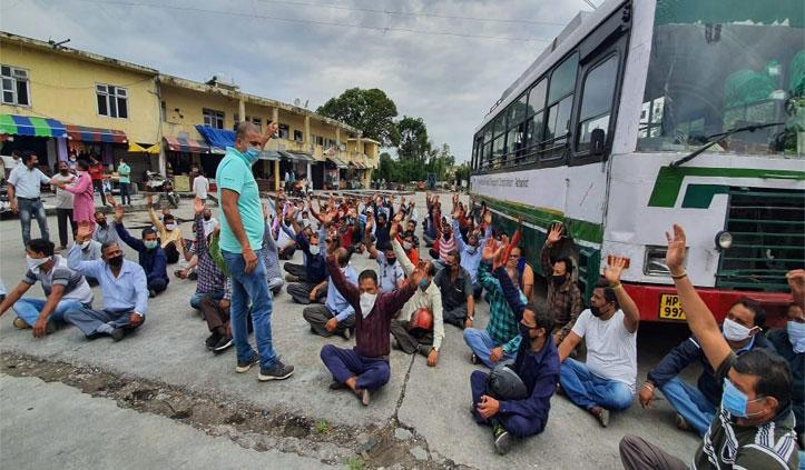 Big Breaking: निजी बसों के Driver-Conductor का कांगड़ा अड्डे पर धरना,नहीं चलाएंगे बसें