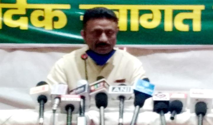हमीरपुर की Corona लापरवाही को सरकार की नालायकी बताकर Rathore ने जड़े धड़ाधड़ आरोप