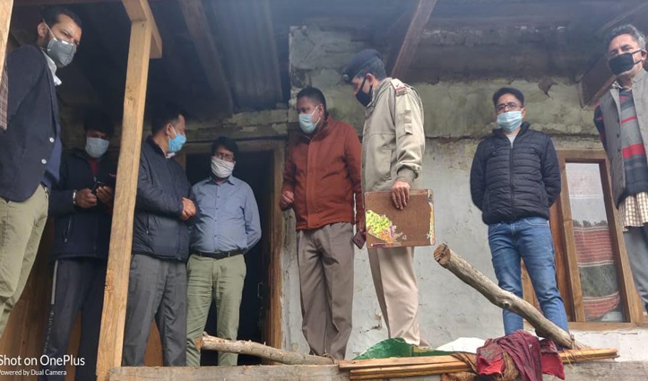 कुमारसैन में मकान पर गिरी आसमानी बिजली, चार नेपाली घायल
