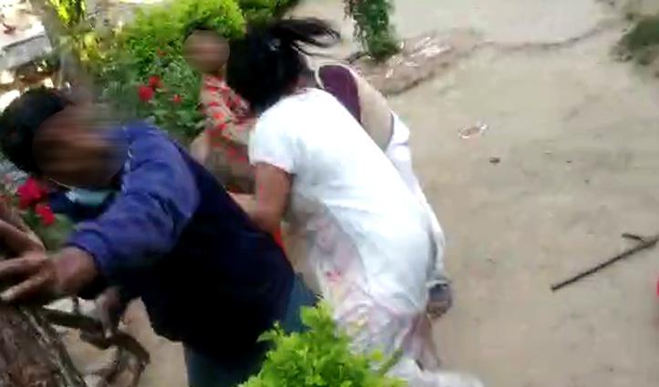 जमीन और पानी निकासी को लेकर भिड़े दो परिवार, जमकर बरसे डंडे-Video भी आया सामने