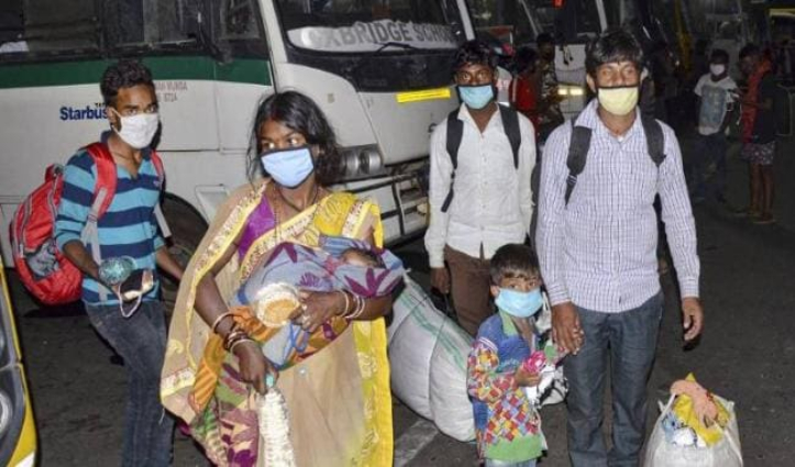 पहली बार Plane में बैठकर घर पहुंचे 177 प्रवासी मजदूर, Mumbai से Ranchi उतरी फ्लाइट