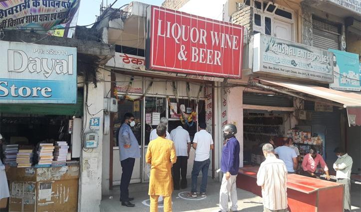 First Hand: हिमाचल में शराब के ठेके-हलवाई की दुकानें खुली, सरकारी दफ्तरों में पहुंचा 30% स्टाफ