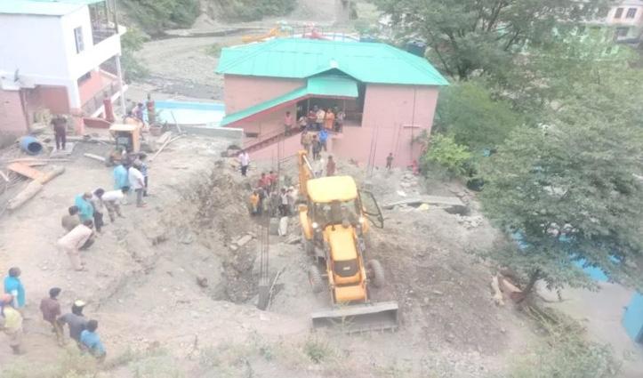 Solan: डंगा गिरने से भवन निर्माण कार्य में लगे दो मजदूर दबे, एक की मौत-दूसरा घायल