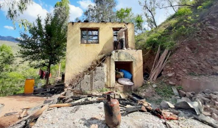 सुंदरनगर के जडोल में आग की भेंट चढ़ा BPL परिवार का मकान, लाखों का नुकसान