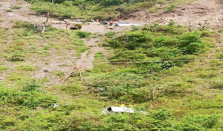 Sundernagar : रोपड़ी के समीप गहरी खाई में गिरी कार, चालक की गई जान