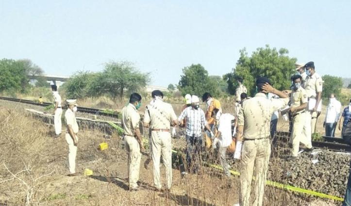 Track पर सो रहे थे पैदल Madhya Pradesh लौट रहे प्रवासी मजदूर, मालगाड़ी ने 16 को कुचला