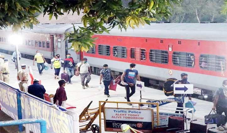 Himachal से बाहर जाने वालों को घर वापसी के लिए करना होगा Wait, ट्रेनों की सूचना नहीं