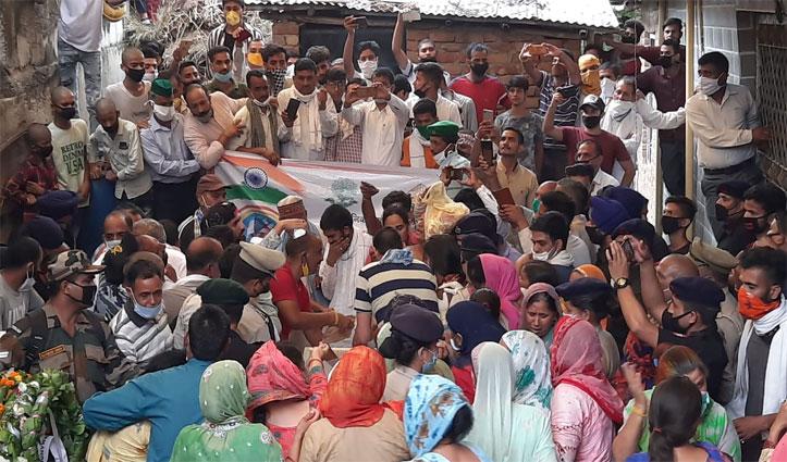 Indo-China Clash: शहीद Ankush Thakur की पार्थिव देह पहुंची पैतृक गांव, अंतिम संस्कार कुछ देर में