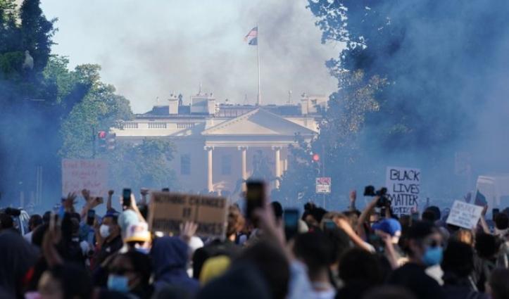 जॉर्ज फ्लॉयड मामला : America में हिंसक प्रदर्शन जारी, 67 हजार National Guard तैनात