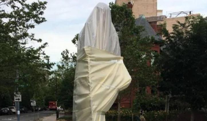 जॉर्ज फ्लॉयड मौत मामला – America में प्रदर्शन के दौरान Mahatma Gandhi की प्रतिमा का अपमान