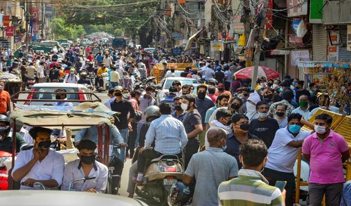 पूर्ण लाॅकडाउन से पहले Guwahati के बाजार में उमड़ी लोगों की भारी भीड़, आधी रात से होगा लागू