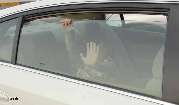 खेलते-खेलते Car का दरवाजा Lock कर बैठे चार मासूम, दो की मौत, 2 की हालत खराब