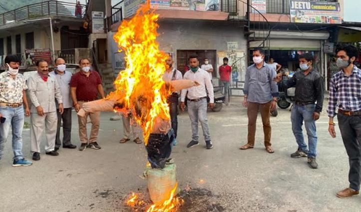 सुंदरनगर BJP ने फूंका चीनी राष्ट्रपति शी जिनपिंग का पुतला, शहीदों का श्रद्धांजलि