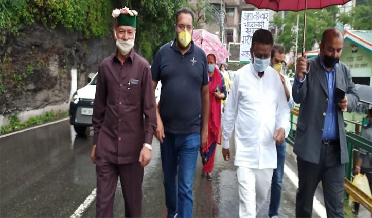 Diesel-Petrolकी कीमतें बढ़ने पर भड़की Himachal Congress, किया धरना प्रदर्शन