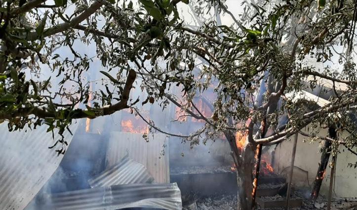 कुमारसैन में 12 कमरों वाला लकड़ी का मकान दहका, सब कुछ जलकर हुआ राख