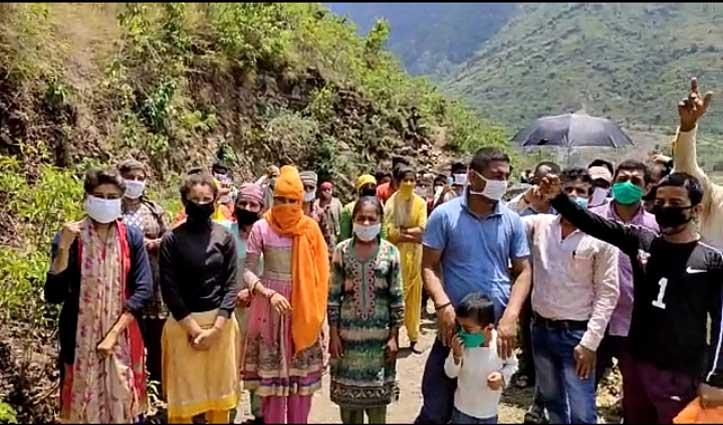 राजगढ़: डंपिंग यार्ड के विरोध में भड़के ग्रामीण, सरकार-प्रशासन के खिलाफ की नारेबाजी