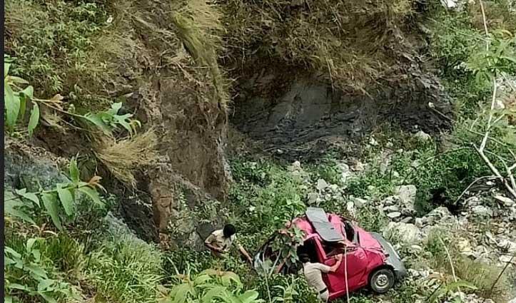 Paonta Sahib : नैनो कार खाई में गिरी, चार लोग घायल