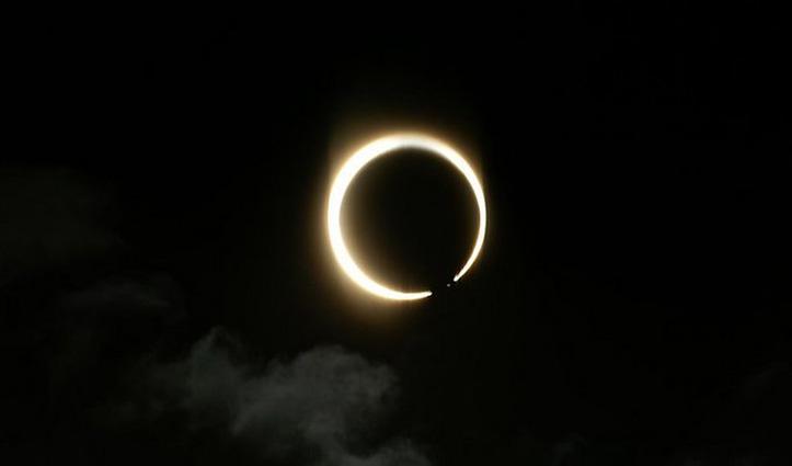 साल का पहला Solar Eclipse शुरू, कई राज्यों में छाया अंधेरा, कुछ ऐसा दिखा नजारा