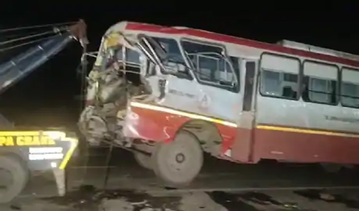 प्रवासी मजदूरों को ले जा रही Private Bus हादसे का शिकार, 17 घायल, 2 की हालत गंभीर
