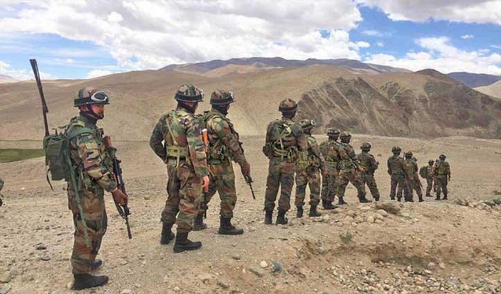 बातचीत का दिखा असर: East Ladakh में पीछे हटीं दोनों देशों की सेना, फिंगर-4 पर तनाव बरकरार