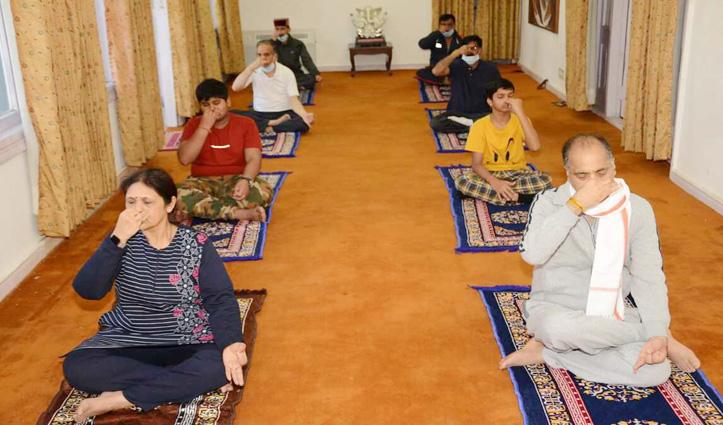 International Yoga Day पर राज्यपाल और सीएम जयराम ने किए योगासन