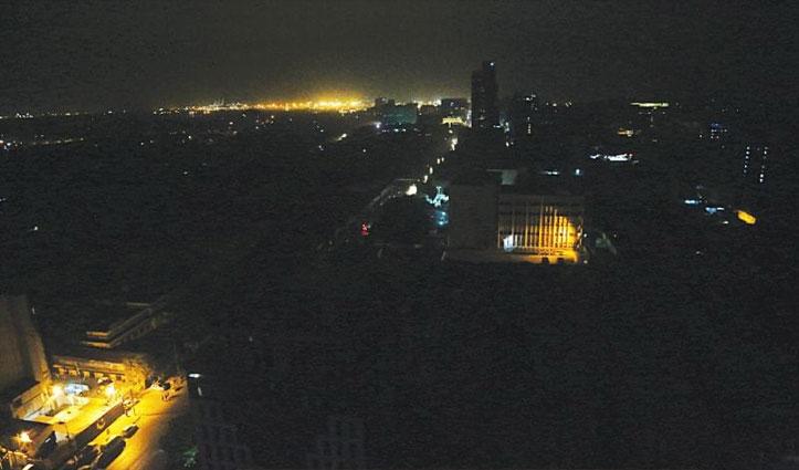 IAF जेट्स का फॉर्मेशन देखे कराची में टोटल ब्लैकआउट; पाकिस्तानियों को सता रहा Air Strike का डर