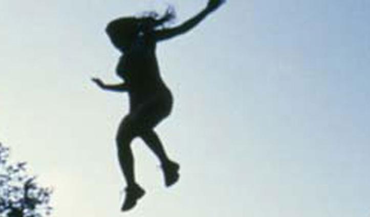 Kullu: वाहन में लिफ्ट लेकर लारजी पहुंची महिला ने डैम में लगा दी छलांग, जांच में जुटी पुलिस