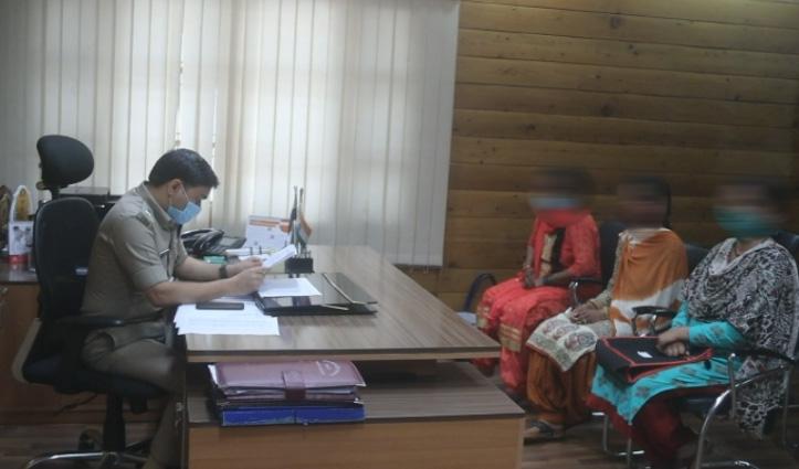 कुल्लू: महिला से ससुर ने की छेड़छाड़ की कोशिश, SP से मिलकर आरोपी के खिलाफ मांगी कड़ी कार्रवाई