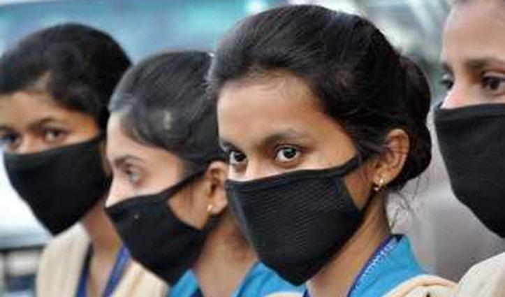कोविड-19 प्रकोप के बीच Mask पहनकर विद्यार्थी पहुंचे परीक्षा देने, कुछ ऐसी रही व्यवस्था