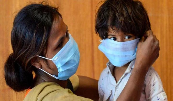 Experts की चेतावनी : दो साल से कम उम्र के बच्चों को Mask पहनाना हो सकता है रिस्की