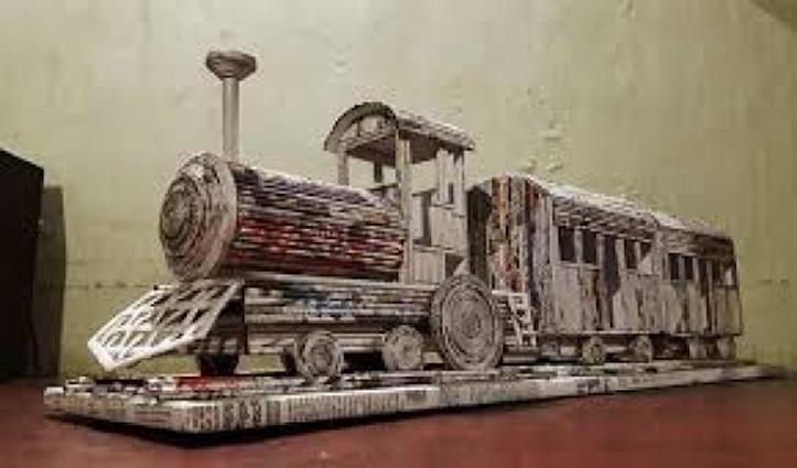 बच्चे ने तीन दिन में News Paper से तैयार किया ट्रेन का मॉडल, रेल मंत्रालय ने की तारीफ़