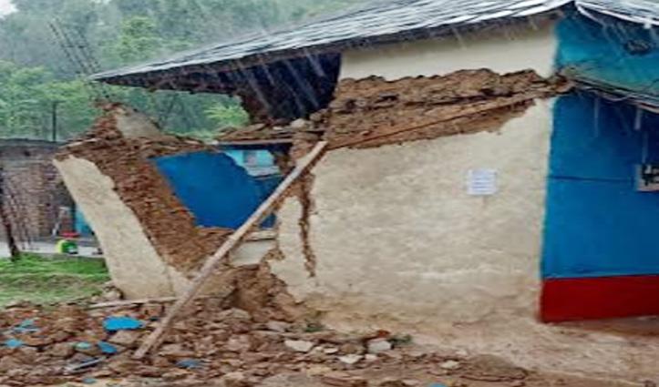 Nurpur में बारिश ने छीना गरीब का आशियाना, कच्चे मकान की दीवार ढही