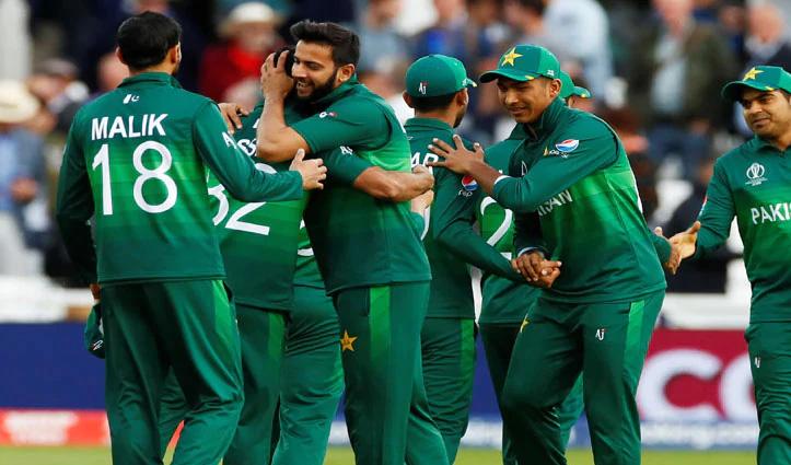 England दौरे से पहले पाकिस्तानी क्रिकेट टीम के 10 खिलाड़ी पाए गए Covid-19 पॉज़िटिव