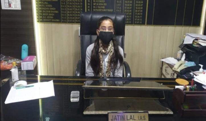 एक दिन की SDM बनी हिमाचल की ये बेटी, पिता इसी ऑफिस में हैं चपरासी