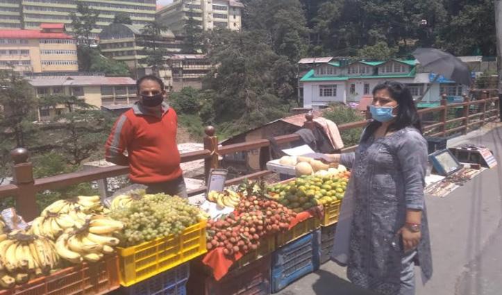 Shimla: लक्कड़ बाजार में फल व सब्जियों के अधिक दाम वसूलने पर दुकानदारों को थमाए Notice