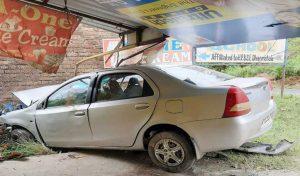 Una : अनियंत्रित होकर दुकान में घुसी Car, एक की मौत, एक घायल