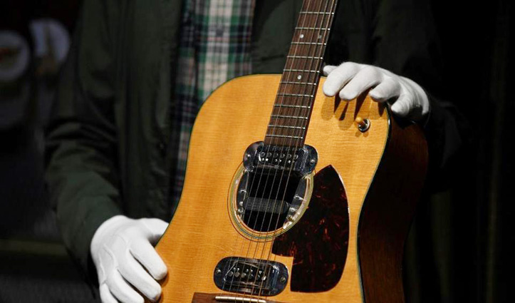 ये है दुनिया का सबसे महंगा Guitar, इसकी कीमत में खरीद सकते हैं तीन छोटे जहाज