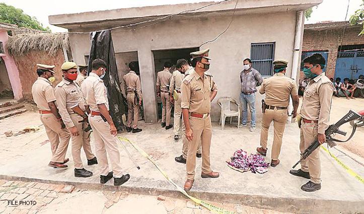 Kanpur Encounter : विकास दुबे के संपर्क में थे दो दारोगा और एक सिपाही, Suspend