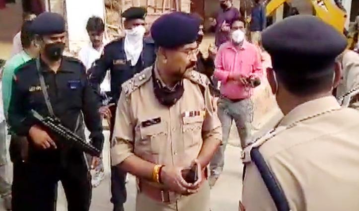 History-Sheeter को पकड़ने गई पुलिस टीम पर हमला, CO समेत 8 पुलिसकर्मी शहीद, 7 घायल