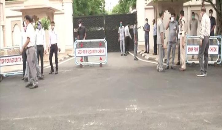 Rajasthan : सीएम आवास में विधायक दल की बैठक शुरू, करीब 90 MLA पहुंचे