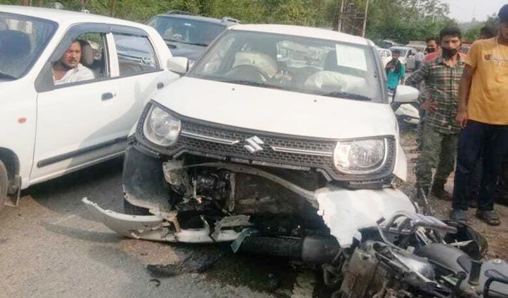 एक के बाद एक दो कारों से टकराई Over Speed Bullet, 2 घायल, एक PGI रेफर