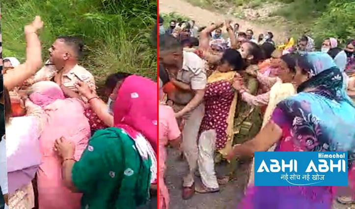 देहराः युवक की मौत से गुस्साई महिलाओं ने ASI को पीटा- फाड़ी वर्दी, ग्रामीणों पर दो FIR